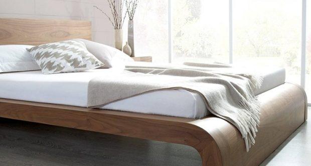 Giường gỗ tự nhiên với kiểu dáng đơn giản