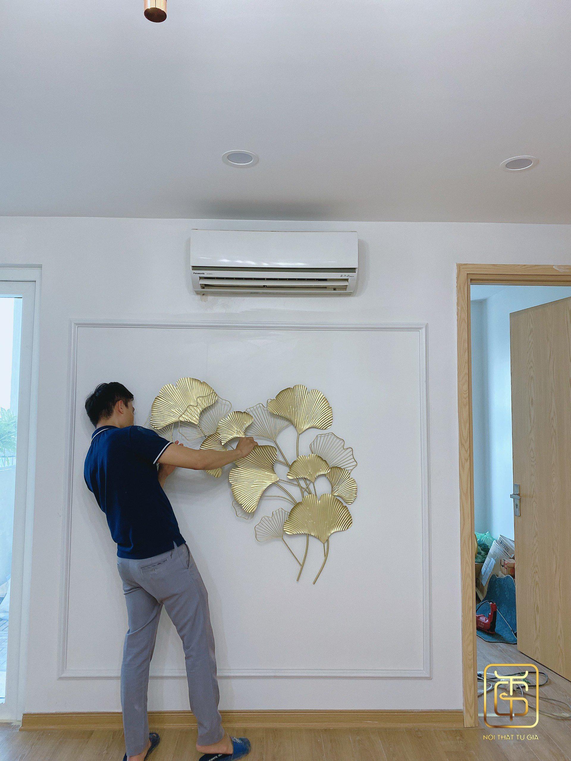 Nhân viên kỹ thuật của nội thất Tứ Gia luôn tận tâm với công trình