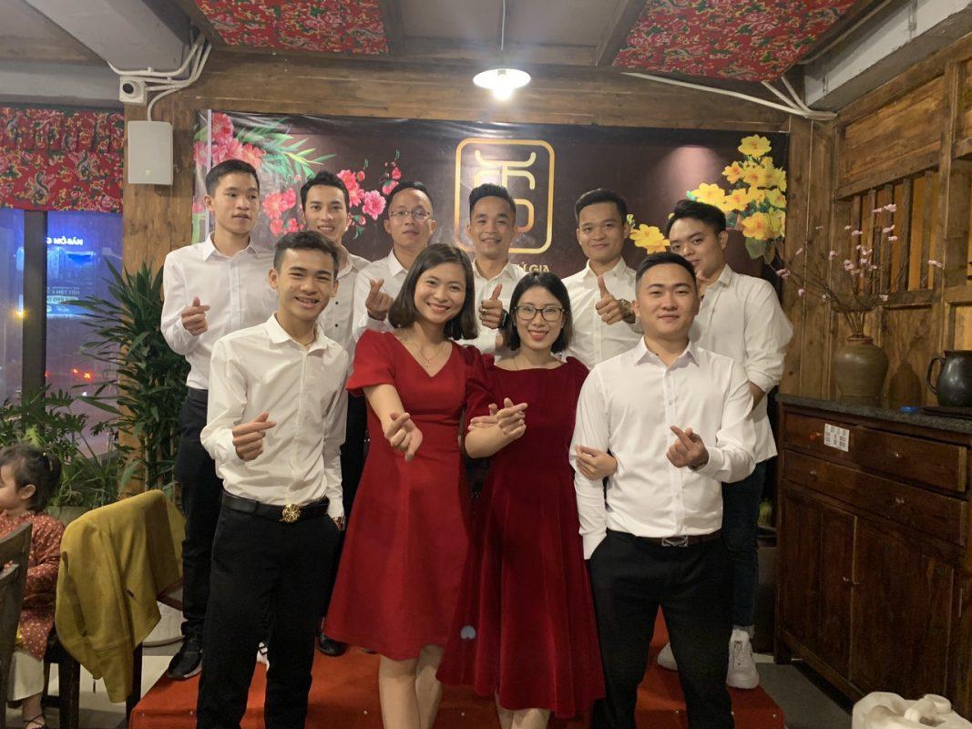 đội ngũ nhân viên nhiệt huyết của Tứ Gia
